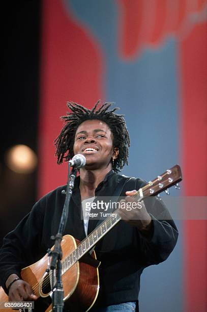Tracy Chapman Performing at a Concert for Nelson Mandela