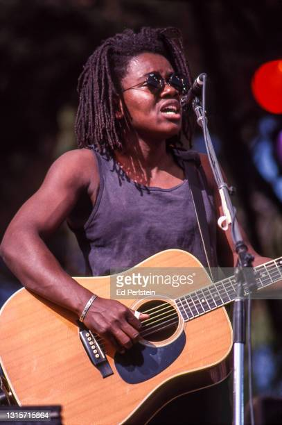 Tracy Chapman performs at the Bill Graham tribute concert at the Polo Fields in Golden Gate Park in San Francisco, California on November 3, 1991