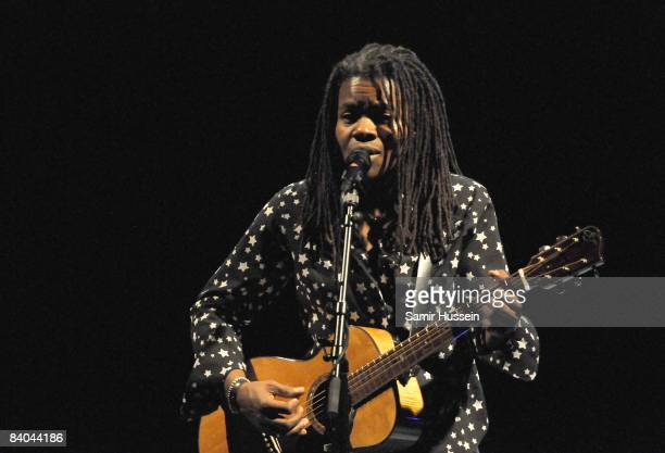 Tracy Chapman performs at the Hammersmith Apollo on December 15, 2008 in London, England.