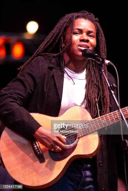 Tracy Chapman performs during Neil Young's 15th Annual Bridge Benefit at Shoreline Amphitheatre on October 20, 2001 in Mountain View, California.