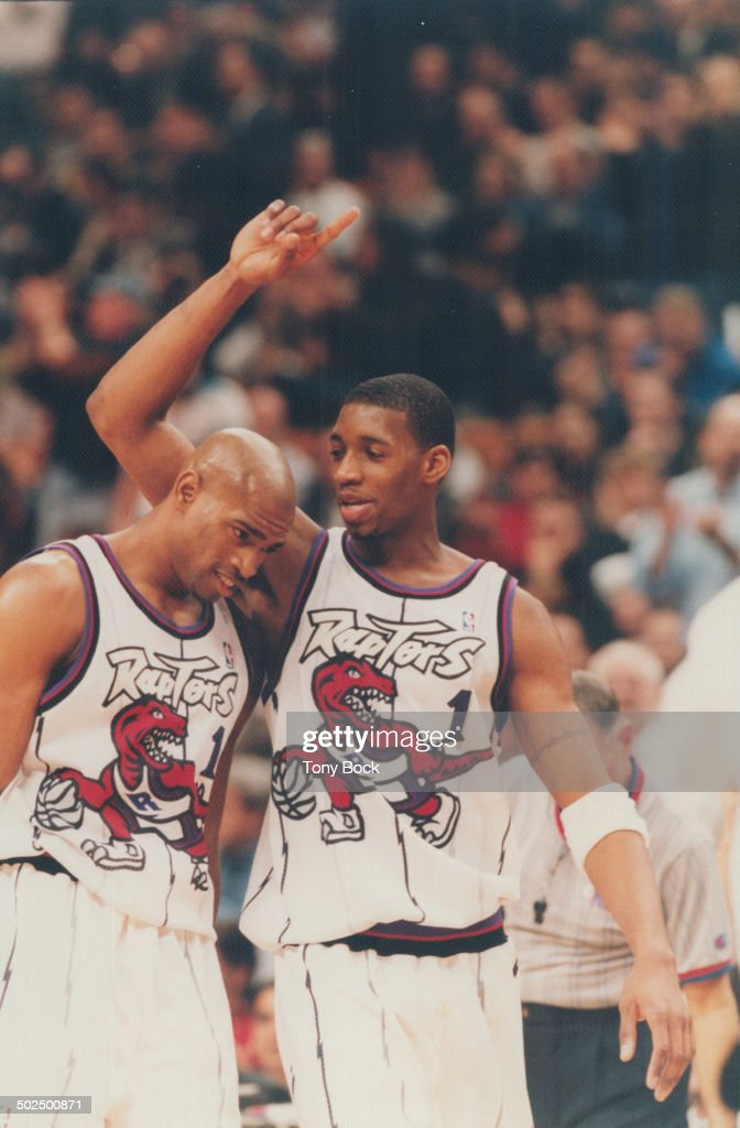 Tracy McGrady (r) and Vince Carter (l) : News Photo