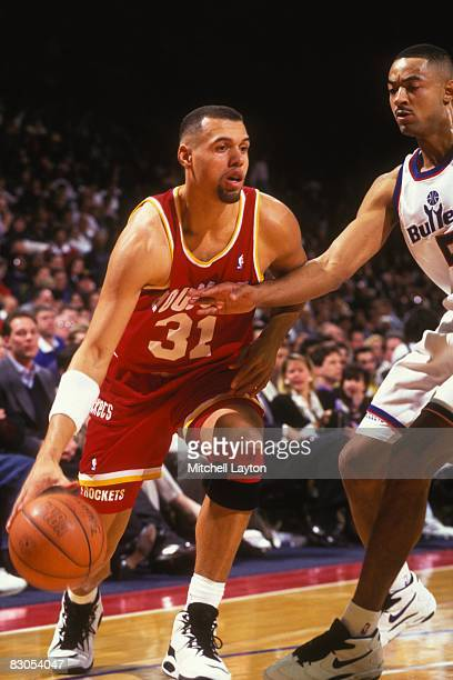 Tracy Murray of the Houston Rockets dribbles to the basket during a NBA basketball game against the Washington Bullets at USAir Arena on February 17...