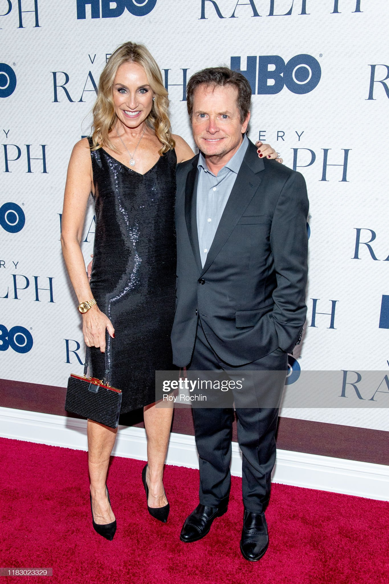¿Cuánto mide Michael J Fox? - Altura - Real height Tracy-pollan-and-michael-j-fox-attend-hbos-very-ralph-world-premiere-picture-id1183023329?s=2048x2048
