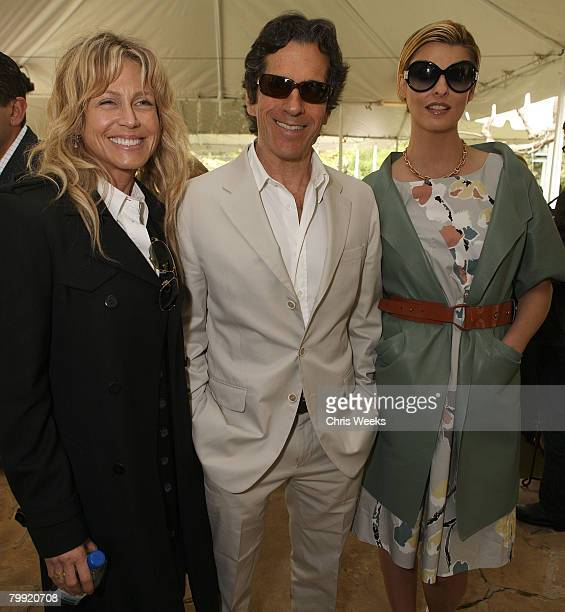 BEVERLY HILLS CA FEBRUARY 21 Tracy Ross Peter Morton and model Linda Evangelista attend a luncheon hosted by legendary producer Robert Evans at a...