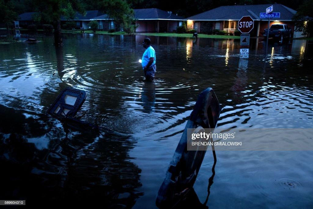 TOPSHOT-flood-US-WEATHER-FLOODS : News Photo