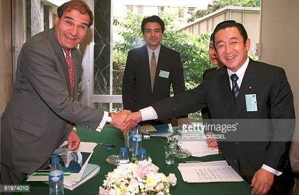 EU trade Commissioner Sir Leon Brittan shakes hands with Japanese Minister for International Trade and Industry Ryutaro Hashimoto 24 May prior to...