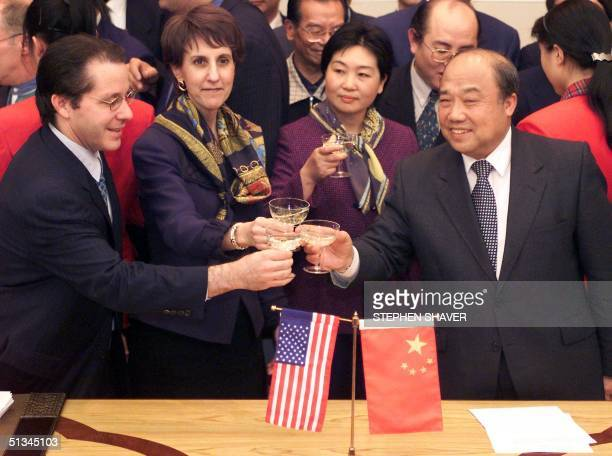Trade Representative Charlene Barshefsky , Chinese Minister of Foreign Trade and Economic Cooperation Shi Guangsheng and US President Clinton's chief...