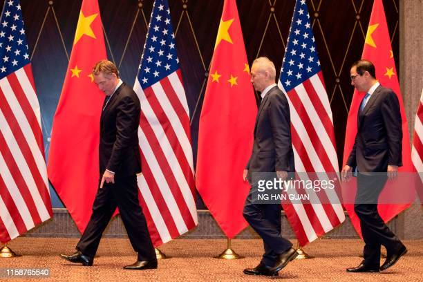 US Trade Representative Robert Lighthizer points at markers on the floor as he leads Chinese Vice Premier Liu and US Treasury Secretary Steven...