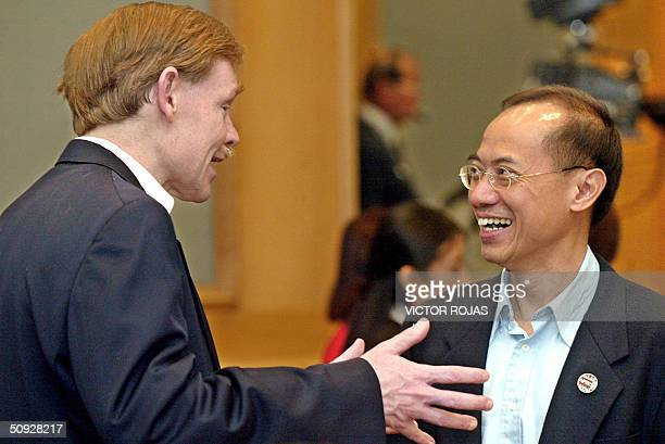 Trade Representative Robert Zoellick talks with Singapore Trade Minister George Yeo YongBoom during the last session of the AsiaPacific Economic...