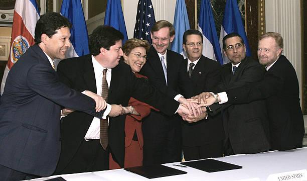Trade Representatives Shake Hands After Dominican Republic J