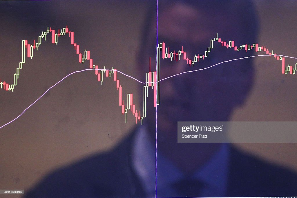 Stocks Continue Downward Slide On Heels Of Yesterday's Extreme Fall : News Photo