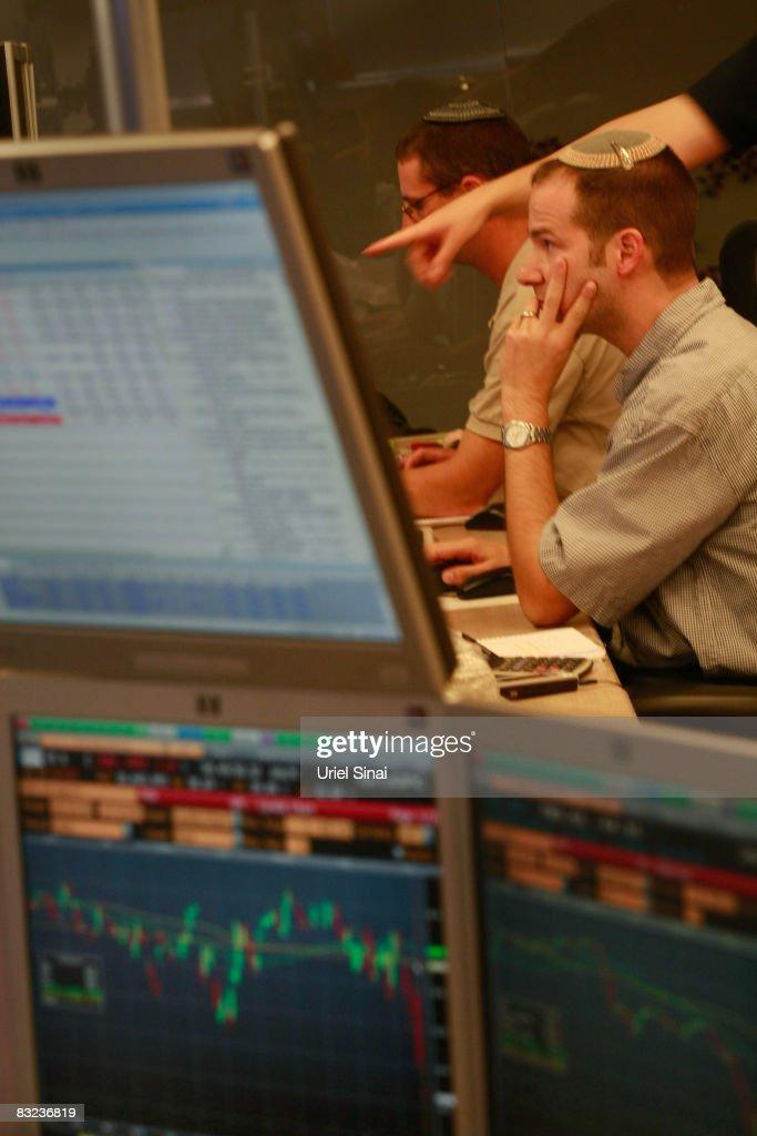 Tel Aviv Stock Exchange Plunges : Nieuwsfoto's