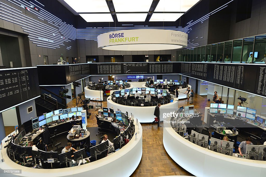 Frankfurt Stock Exchange Reacts To EU Referendum Vote Result : Nachrichtenfoto
