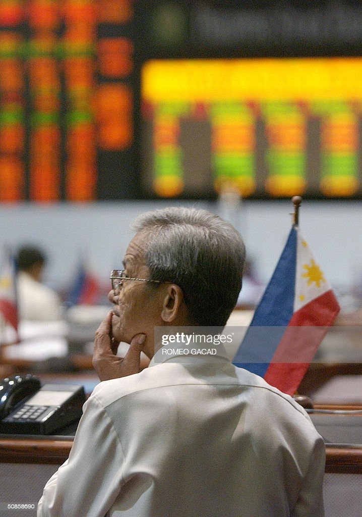 A trader takes time to ponder at the Philippine Stock Exchange in Manila 20 May 2004. Philippine share prices closed marginally higher in light and cautious trade as investors picked up some oversold stocks while dealers doubt the sustainability of Thursday's gain due to concerns of high oil prices may spark inflation and uncompleted count of May 10 presidential election. The Philippine Stock Exchange composite index added 3.93 points or 0.27 percent to close at 1,472.25 ending a five-day losing streak.