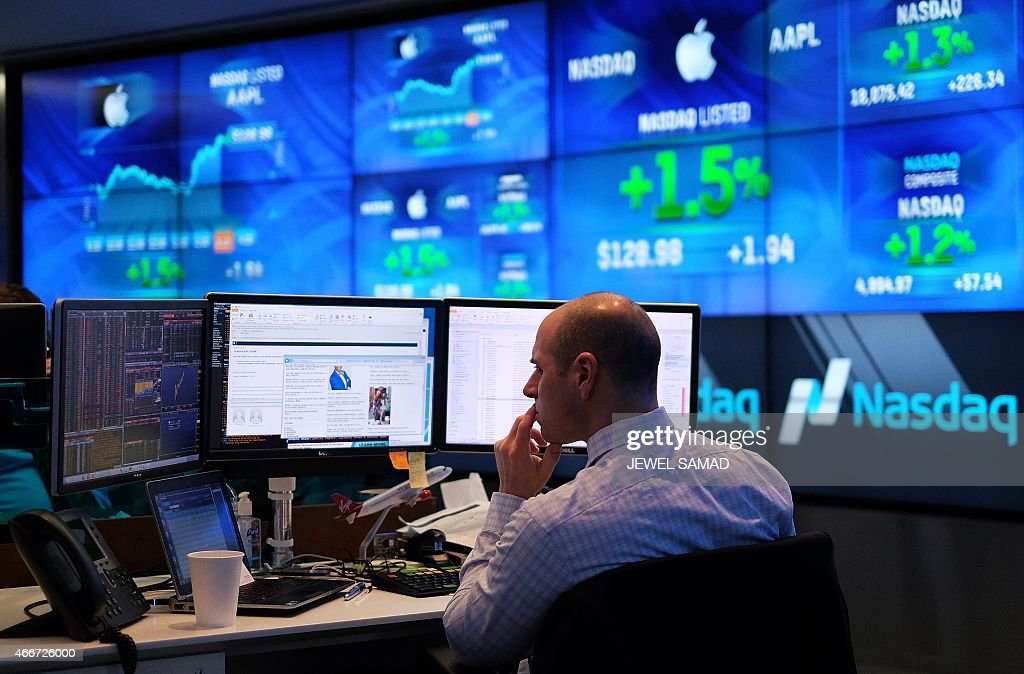 US-ECONOMY-MARKET-IT-APPLE : News Photo