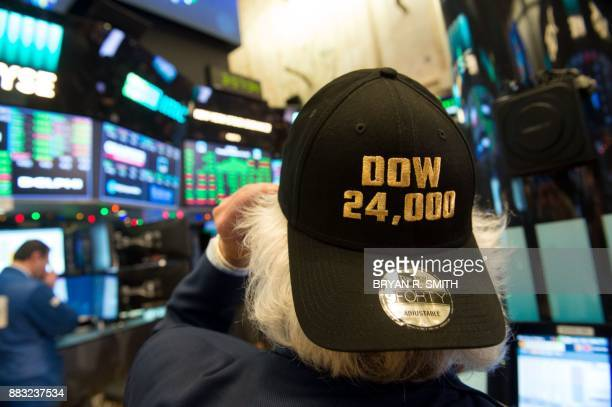 A trader works on the floor at the closing bell of the Dow Industrial Average at the New York Stock Exchange on November 30 2017 in New York / AFP...