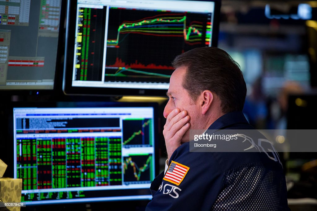 A trader works on the floor of the New York Stock Exchange (NYSE) in New York, U.S., on Wednesday, Jan. 25, 2017. The Dow Jones Industrial Average climbed past 20,000 for the first time as stocks around the world extended a rally after corporate earnings reignited investors' optimism in economic growth. Bonds sold off with oil. Photographer: Michael Nagle/Bloomberg via Getty Images