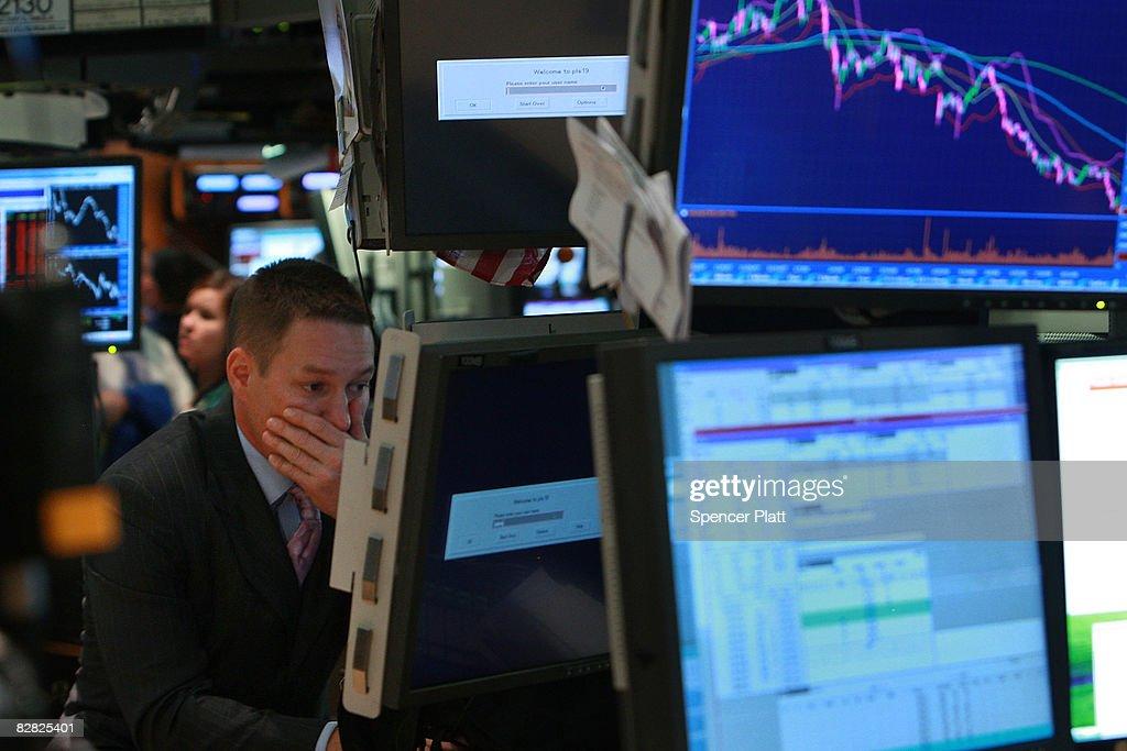 Wall Street Reels As Major Financial Companies Face Crisis : News Photo