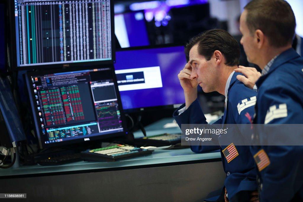 Dow Drops Precipitously After Trump Announces New China Tariffs : News Photo