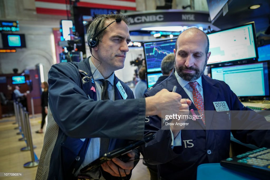 Stock Markets Open One Day After Steep Drop Over Apple's Revised Forecast : News Photo