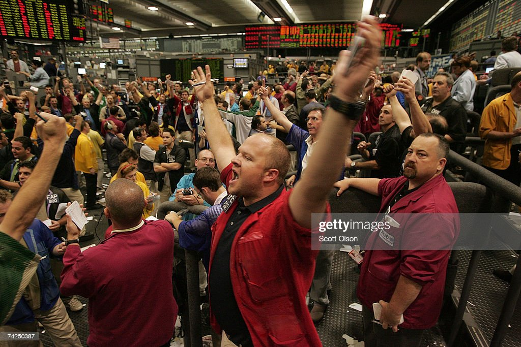 S&P 500 Flirts With Record High : News Photo