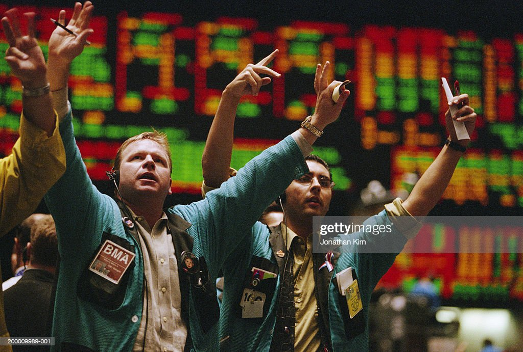 Traders waving arms on Exchange floor : Stock-Foto