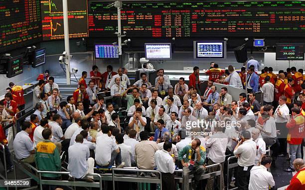 Traders work at the Bolsa de Mercadorias e Futuros or Brazilian Mercantile and Futures Exchange in Sao Paulo Brazil on Monday Nov 10 2008 Brazilian...