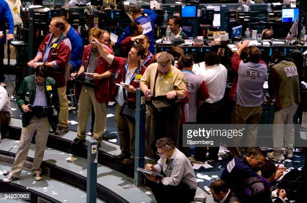 Traders work in the crude oil futures pit at the New York Mercantile Exchange in New York US on Thursday Oct 16 2008 Crude oil fell below $70 a...