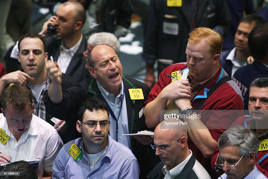 Traders work in the energy options pit on the floor of the New York Mercantile Exchange May 21, 2008 in New York City. Oil Prices have jumped past $130 per barrel on a government report of a drop in inventory.