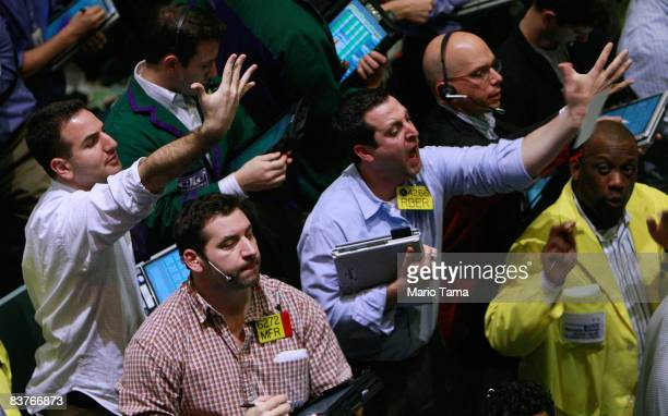Traders work minutes before the closing bell in the crude oil options pit at the New York Mercantile Exchange November 20 2008 in New York City Crude...