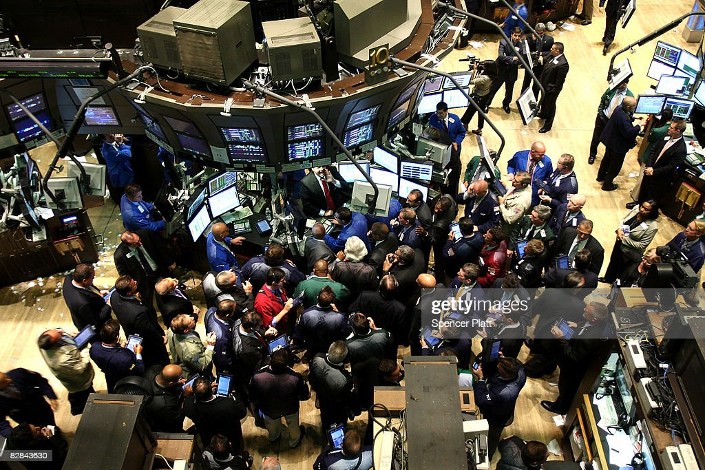 Traders work on of the floor of the New York Stock Exchange (NYSE) September 16, 2008 in New York City. The Federal Open Market Committee (FOMC) met today and announced they will hold the federal funds rate at 2.0 percent, despite the recent turmoil among investment banks on Wall Street. U.S. stocks were mixed following yesterday's Dow Jones Industrial Average plunge of 4.4% or 504 points, being the worst single day loss since the terrorist attacks of September 2001.