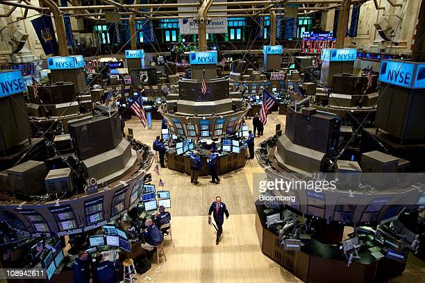 Traders work on the floor of the New York Stock Exchange in New York US on Wednesday Feb 9 2011 Deutsche Boerse AG is in advanced talks to buy NYSE...