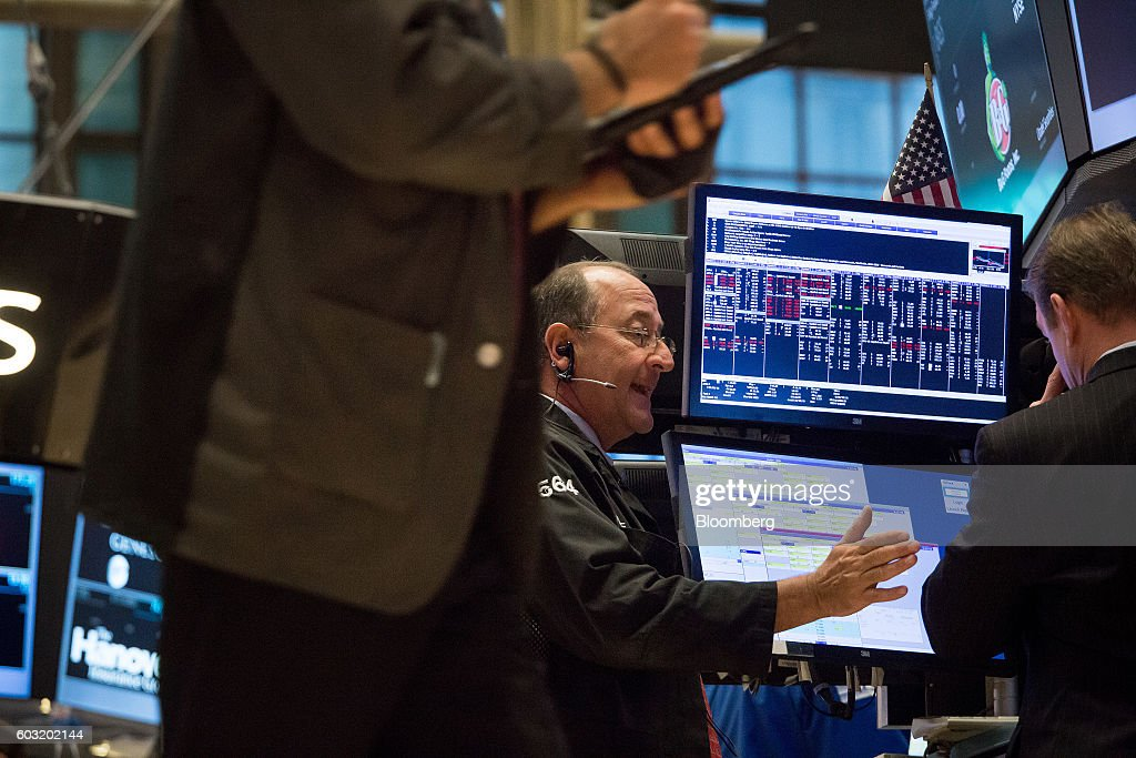 Traders work on the floor of the New York Stock Exchange (NYSE) in New York, U.S., on Monday, Sept. 12, 2016. U.S. stocks rebounded after the biggest rout since June wiped about $500 billion from the value of equities, while Treasury yields held near two-month highs before the Federal Reserve's Lael Brainard official speaks. Emerging-market assets slumped. Photographer: Michael Nagle/Bloomberg via Getty Images