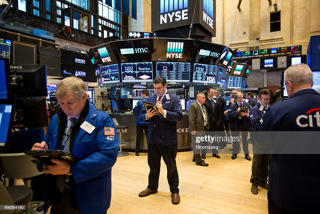 Trading On The Floor Of The NYSE As Dow Thwarted Below 20,000 : News Photo
