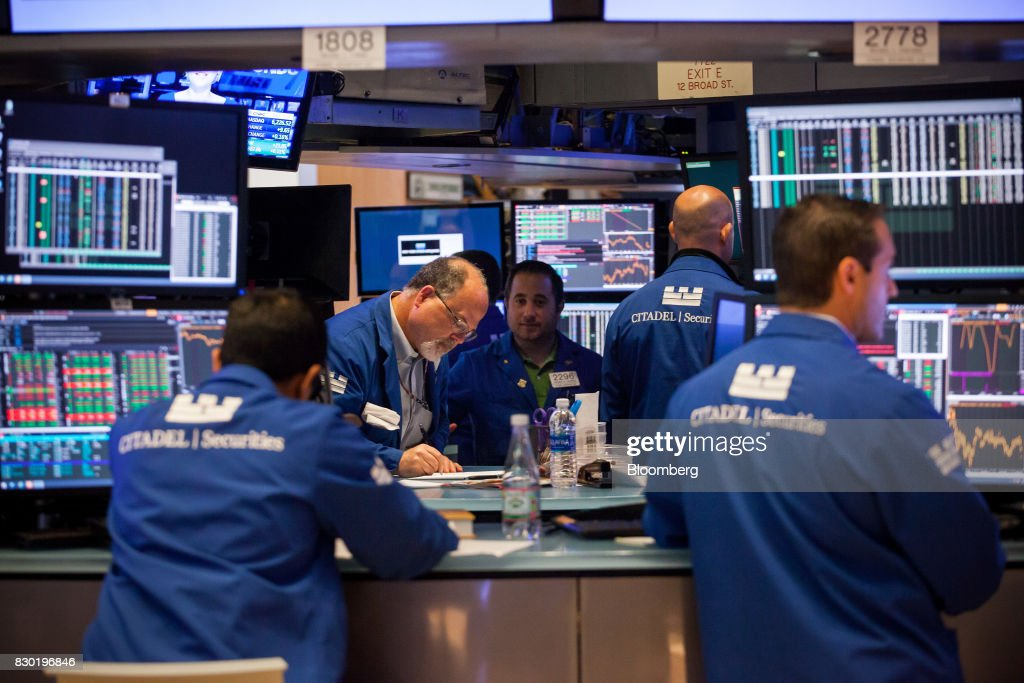 Traders work on the floor of the New York Stock Exchange (NYSE) in New York, U.S., on Friday, Aug. 11, 2017. U.S. stocks halted a three-day slide, volatility eased and Treasuries slipped as markets began to stabilize after a week of verbal sparring between the U.S. and North Korea. Photographer: Michael Nagle/Bloomberg via Getty Images