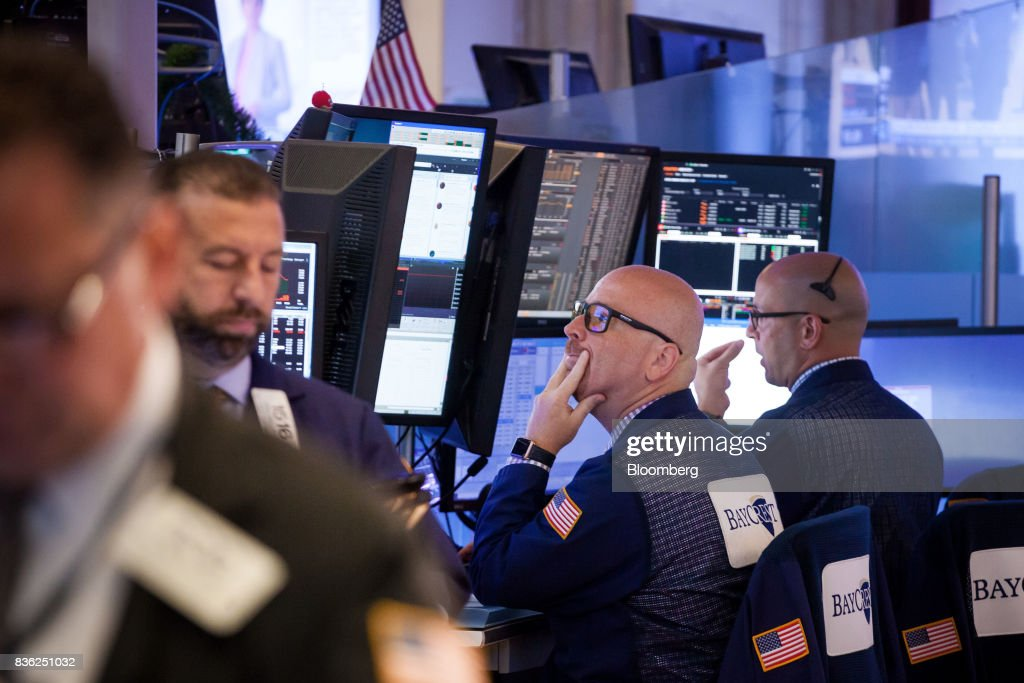 Traders work on the floor of the New York Stock Exchange (NYSE) in New York, U.S., on Monday, Aug. 21, 2017. U.S. stocks fluctuated after erasing early losses, while the dollar edged lower amidgrowing uneaseabout persistent low inflation and as investors await central bank speeches at Jackson Hole. Photographer: Michael Nagle/Bloomberg via Getty Images