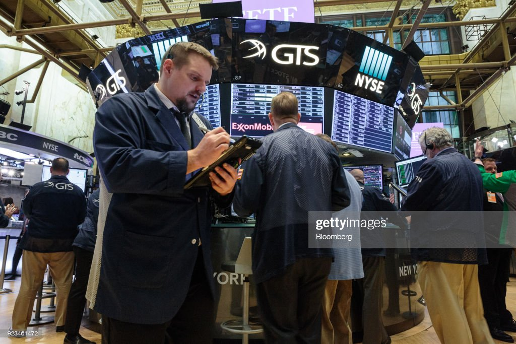 Trading On The Floor Of The NYSE As U.S. Stocks Rise With Treasuries : News Photo
