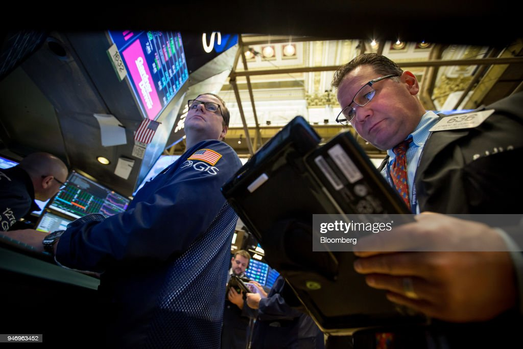 Traders work on the floor of the New York Stock Exchange (NYSE) in New York, U.S., on Monday, April 16, 2018. U.S. stocks rallied and Treasuries slid as geopolitical tensions eased and investors turned their attention to corporate results. Photographer: Michael Nagle/Bloomberg via Getty Images