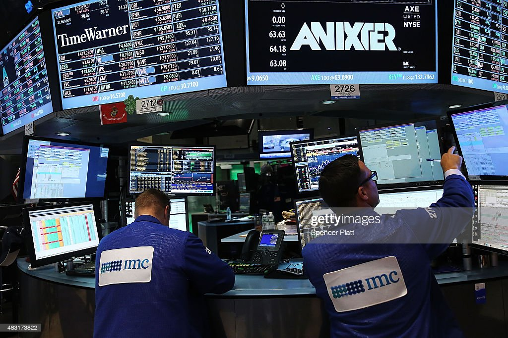 Dow Drops Over 120 Points in Trading Today : News Photo
