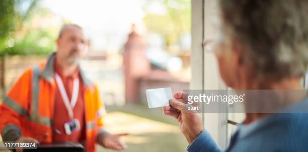 tradesman at the door - door stock pictures, royalty-free photos & images