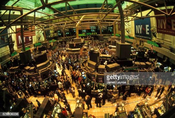 trading floor at the new york stock exchange - börse new york stock-fotos und bilder