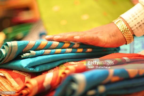 tradition, mysore silk saree - mysore - fotografias e filmes do acervo