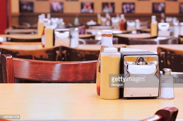 Traditionelle amerikanische New York Deli Restaurant Tischen