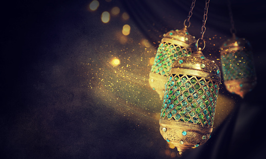 Traditional arabic lantern 598058092