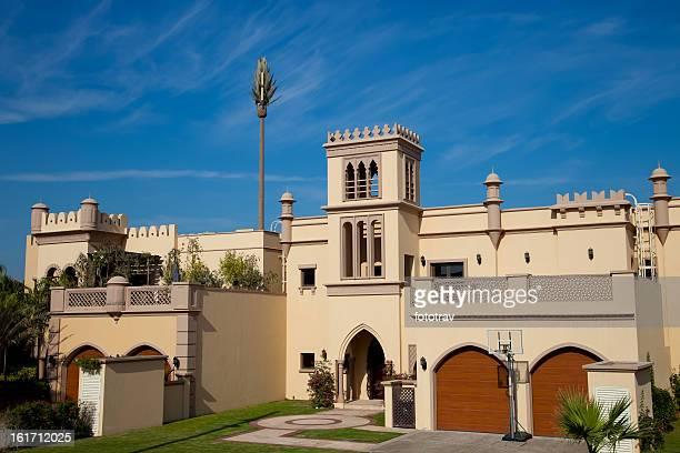 traditionelle architektur in dubai - golfstaaten stock-fotos und bilder