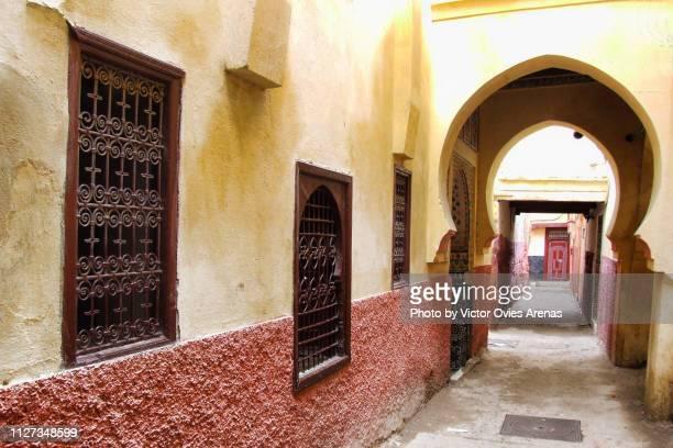traditional architecture in the old medina of meknes, morocco - victor ovies fotografías e imágenes de stock