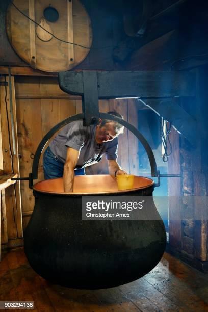 Traditionelle handwerkliche Käseherstellung