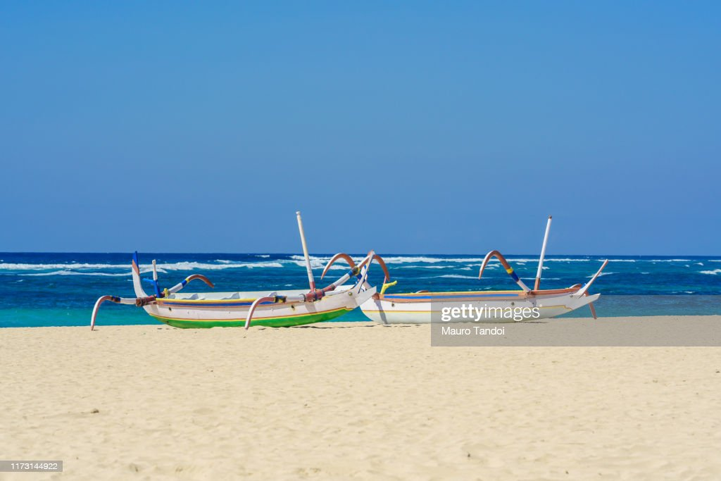 Traditional balinese jukung fishing boats on Nusa Dua beach, Bali : Foto stock