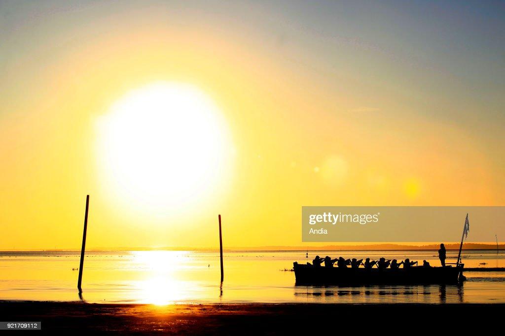 Andernos-les-Bains, barge at sunset. : News Photo