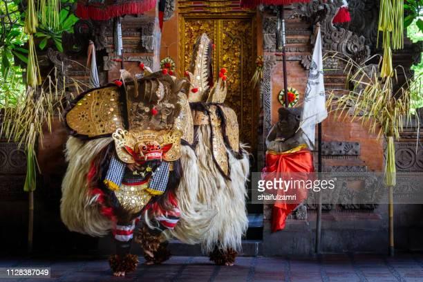 traditional barongan dance from bali, indonesia. - shaifulzamri fotografías e imágenes de stock